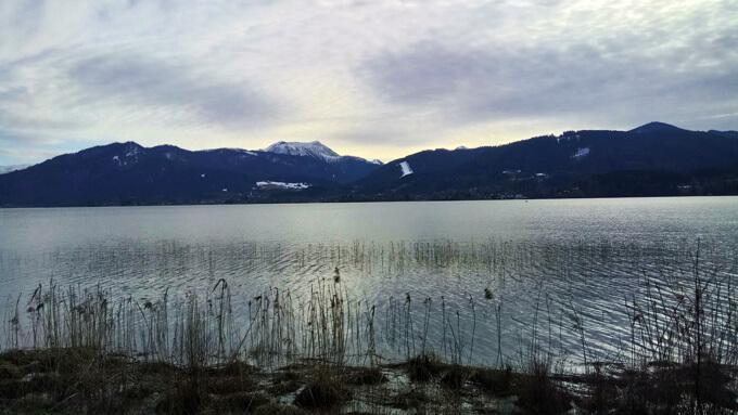 Blick über die Berge vom Tegernsee