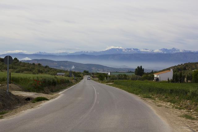 Berge im Hintergrund und Straße
