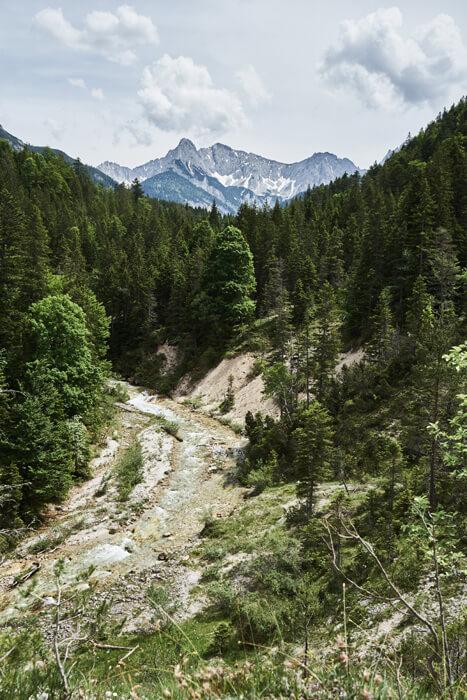 Karwendel Bergpanorama mit Gleirschbach