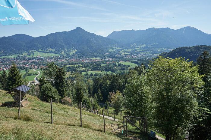 Reiseralm Ausblick in das Tal Wandern am Brauneck