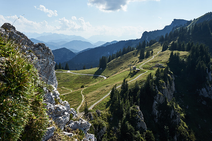 Versteckter AUsblick auf dem Brauneck Gipfel
