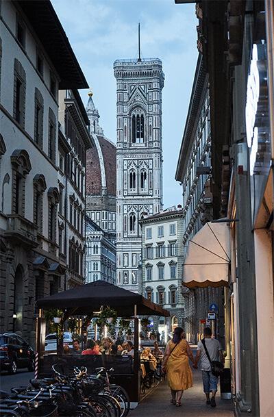 Die Kathedrale mit Glockenturm