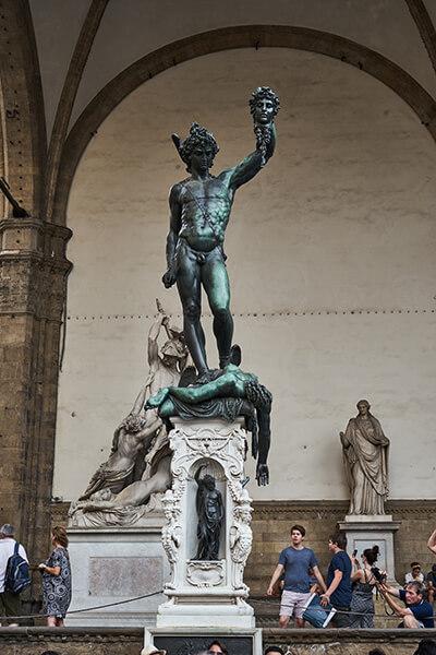 Statue am Piazza delle Repubblica