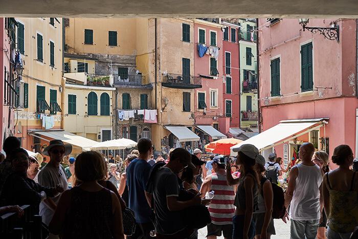 Touristen in Vernazza