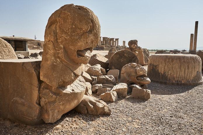Löwenstatue in Persepolis im Iran