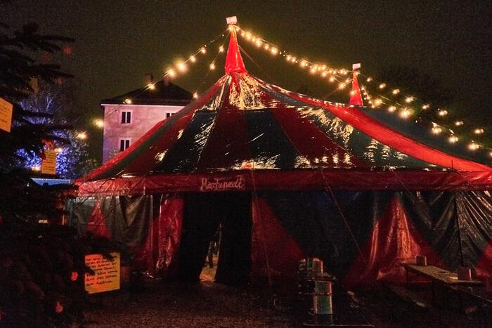 schönster Weihnachtsmarkt in München Zirkuszelt