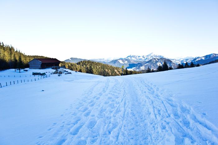 Wandern im Winter Spuren im Schnee