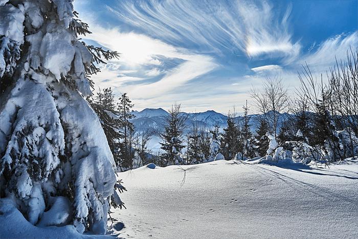 Wandern im Winter Wolken