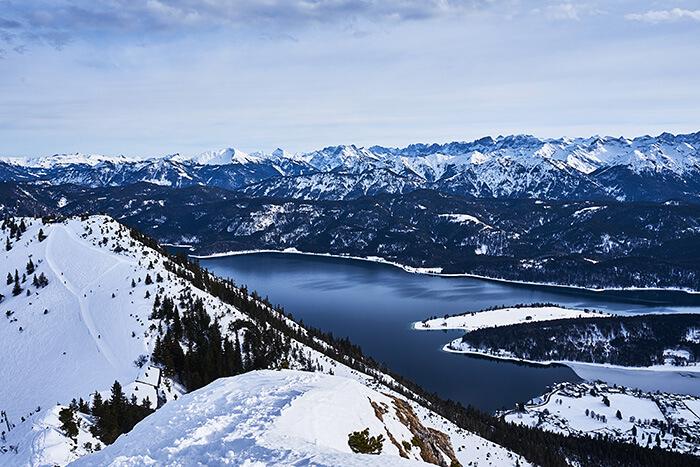 Blick vom Martinskopf auf den Walchensee