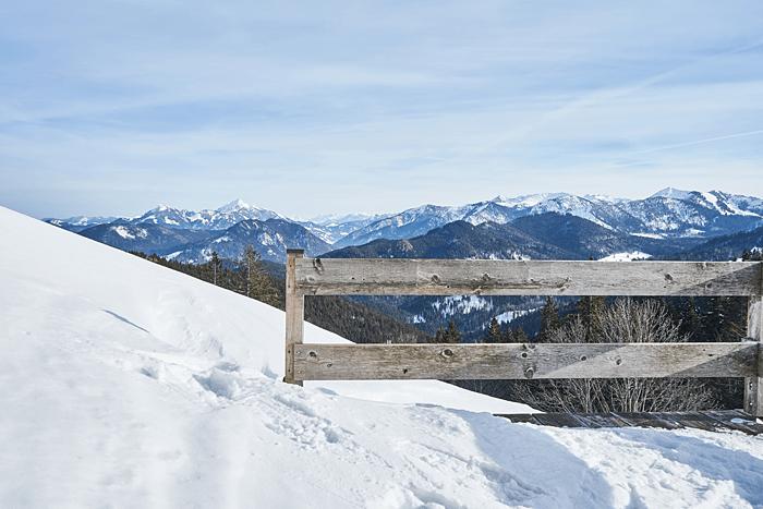 Brotzeit im Winter Winterwanderung am Schliersee