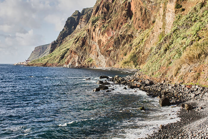 Madeira Sehenswürdigkeiten Klippen Brandung
