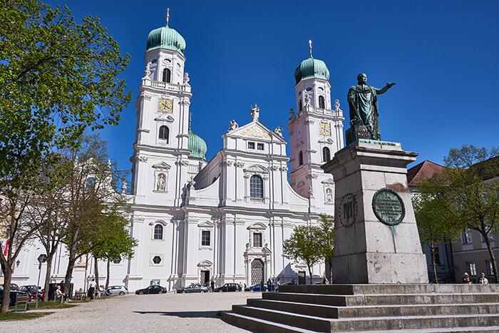 Dom und Domplatz Sehenswürdigkeiten in Passau