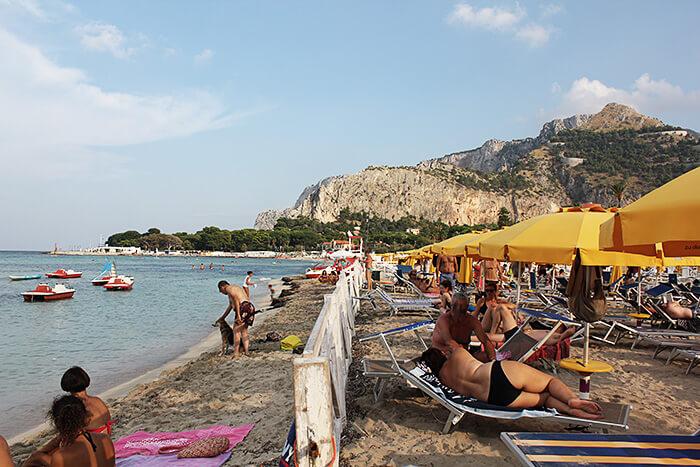 Mondello Strand auf Sizilien