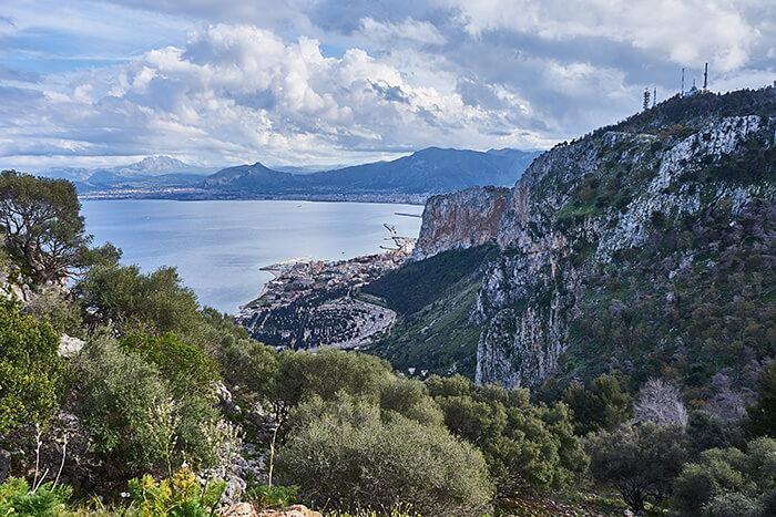 Klippen bei Palermo Sizilien Sehenswürdigkeiten