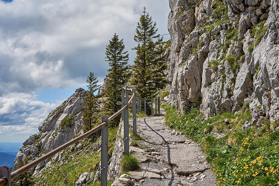 wandern in Bayern: Steinig aber gut ausgebaut