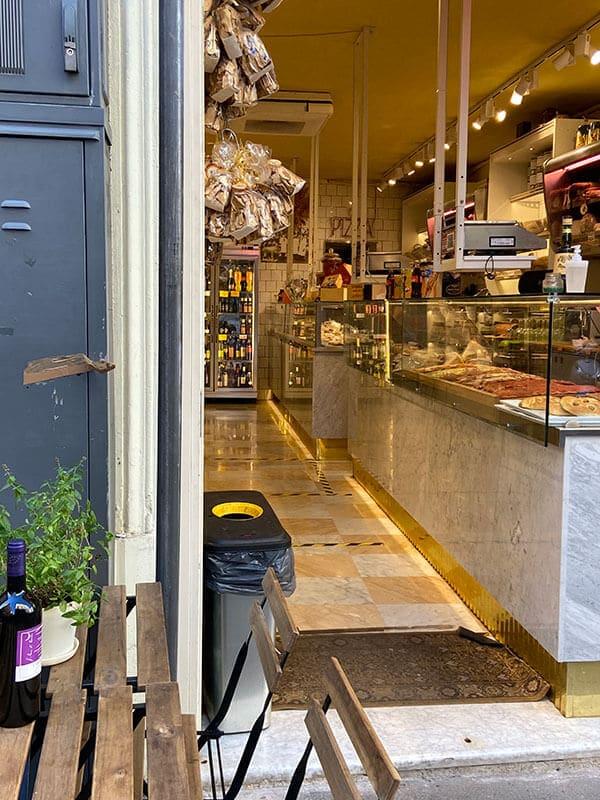 Feinkostladen in der Via della Panetteria