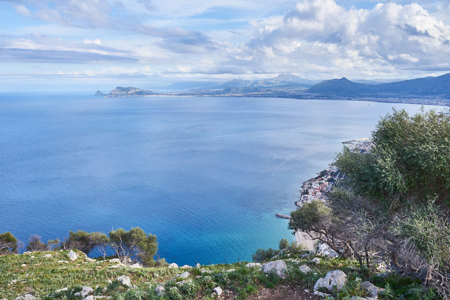Blick auf das sizilianische Meer