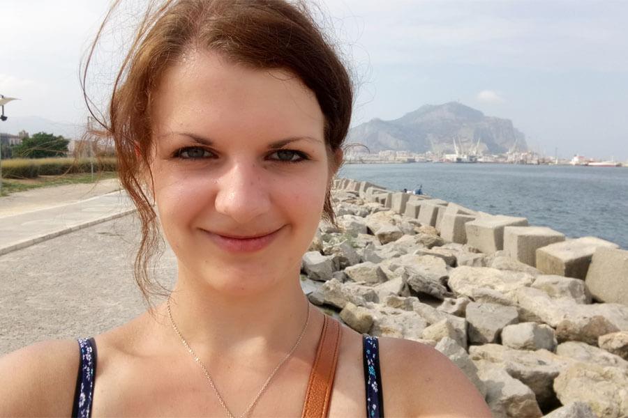 Silvia Auf Sizilien beim Alleine reisen